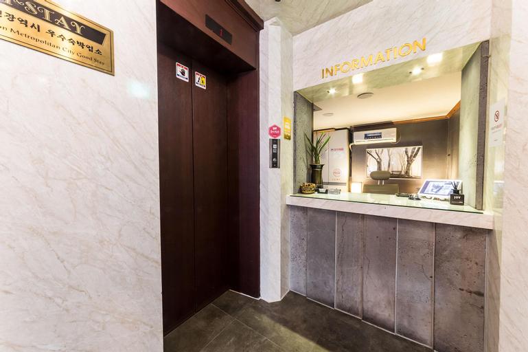Juno Hotel, Nam