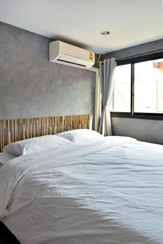 M Gray Hostel, Khlong San