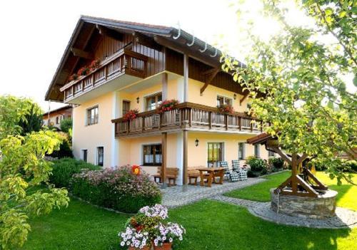 Ferienwohnungen Holzferienhauser Leithenwald, Regen