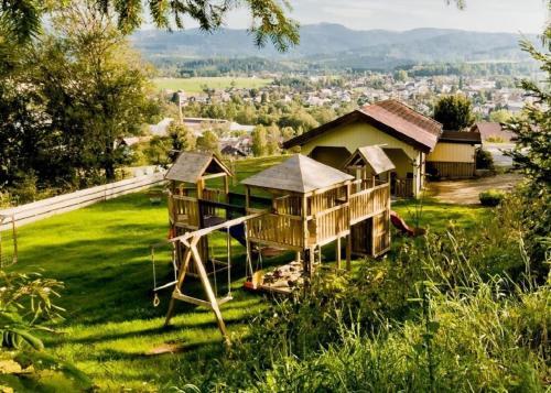 """Ferienwohnungen Haus """"Wildschutz"""", Regen"""
