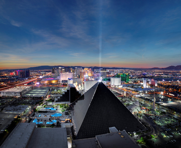 Luxor Hotel and Casino, Clark