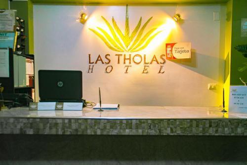 Las Tholas Hotel, Antonio Quijarro