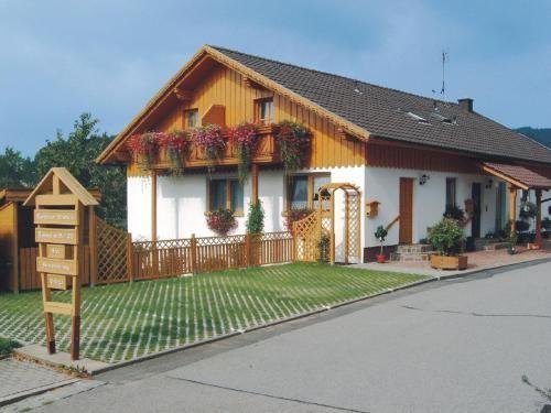 Ferienwohnungen Schellein, Cham