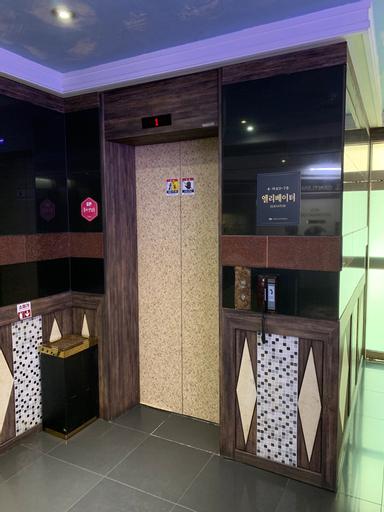 Gentleman Hotel, Gyeyang