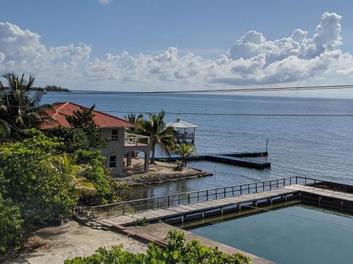 Coral View Beach Resort, Utila