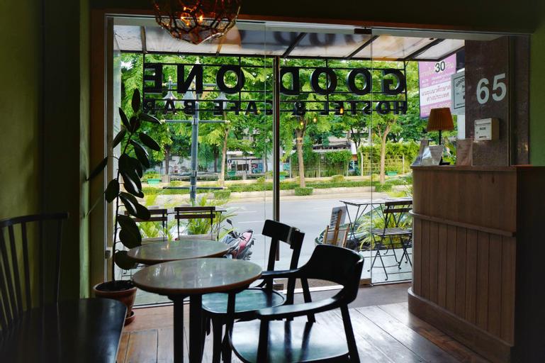 Good One Hostel & Cafe Bar, Bang Rak