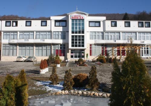 Hotel Ideal, Tutin
