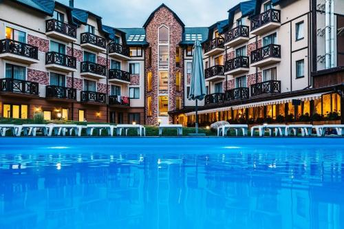 Hotel & Restaurant Premium Club, Iaremchans'ka