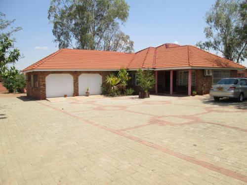 Basanti Guest House, Kweneng North