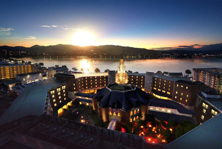 Royal Oak Hotel Spa & Gardens, Lake Biwa