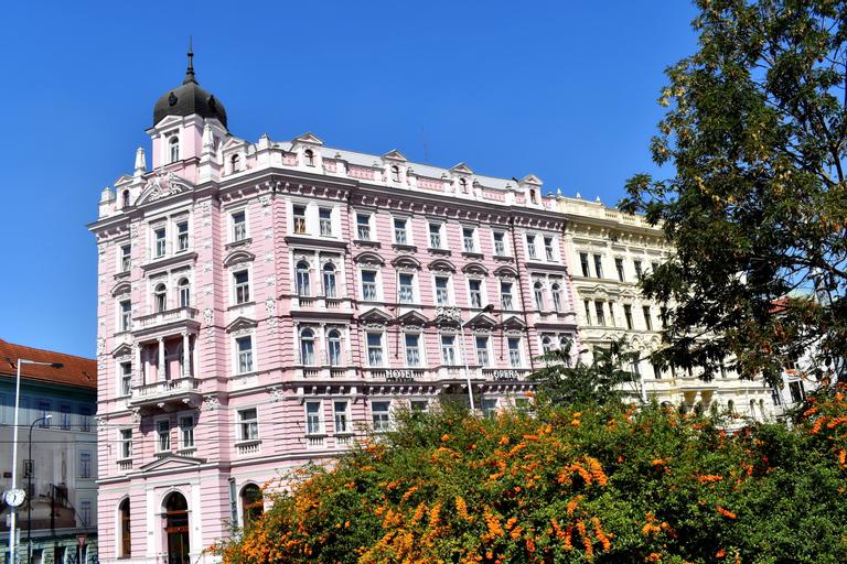 Opera Hotel, Praha 7