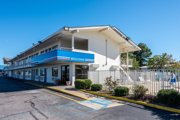Motel 6 Montgomery, Montgomery