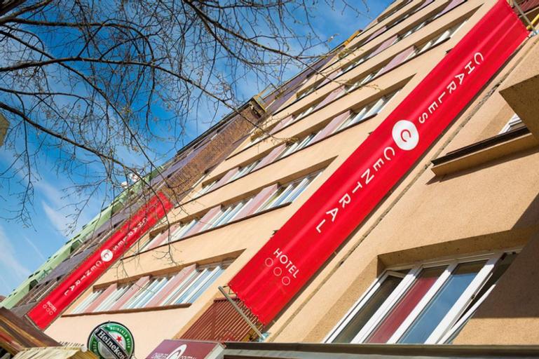 Charles Central, Praha 7