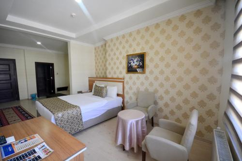 Dimet Park Hotel, Merkez