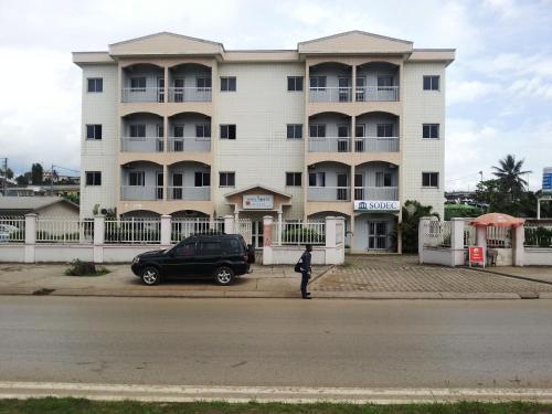 Hotel Hibiscus Blvd Triomphal, Komo-Mondah