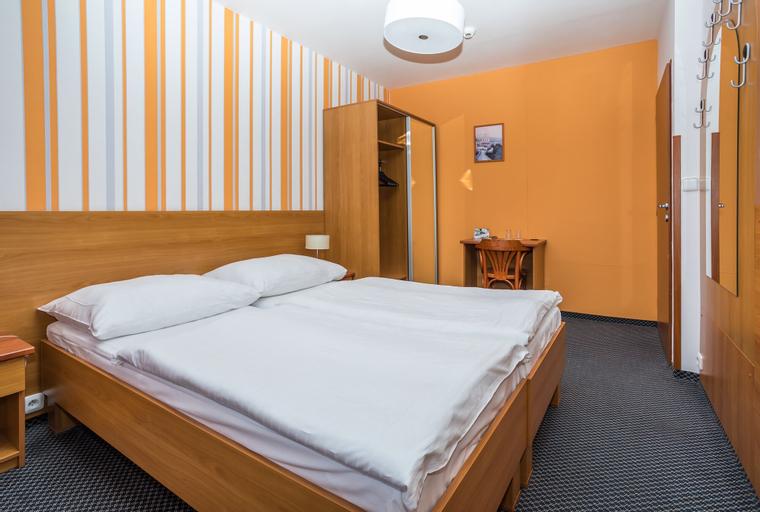 Bridge Hotel, Praha 14
