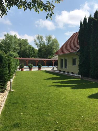 Doni Premium Vendeghaz, Pécs
