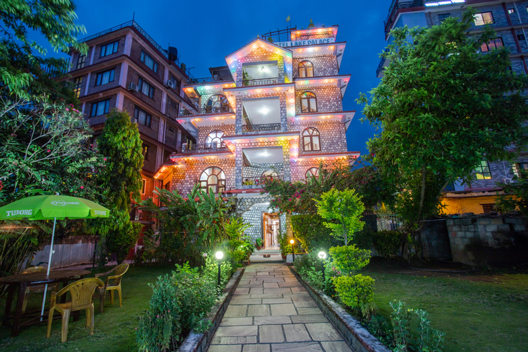 OYO 141 Hotel Lake Palace, Gandaki