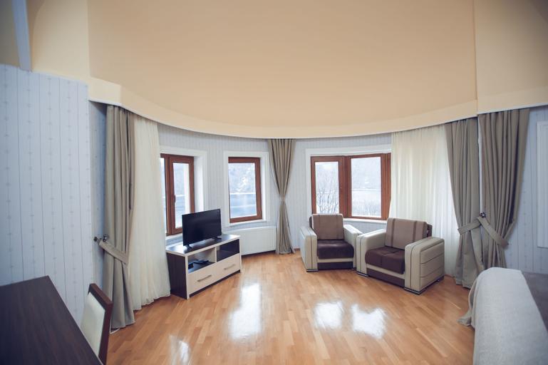 Goy Gol Lake Resort, Xanlar