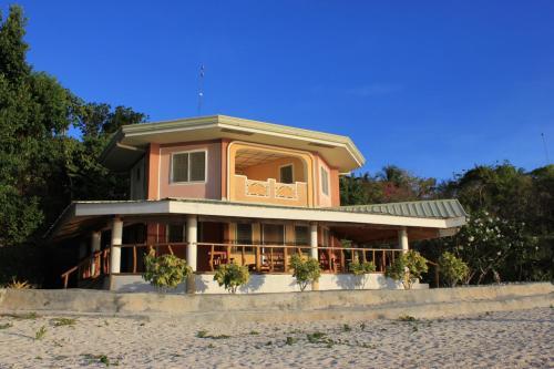 Villas Residencia, Larena