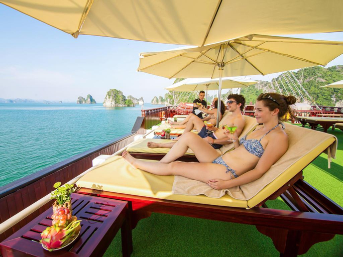 Dragon Legend Cruise to Tranquil Bai Tu Long bay, Hạ Long