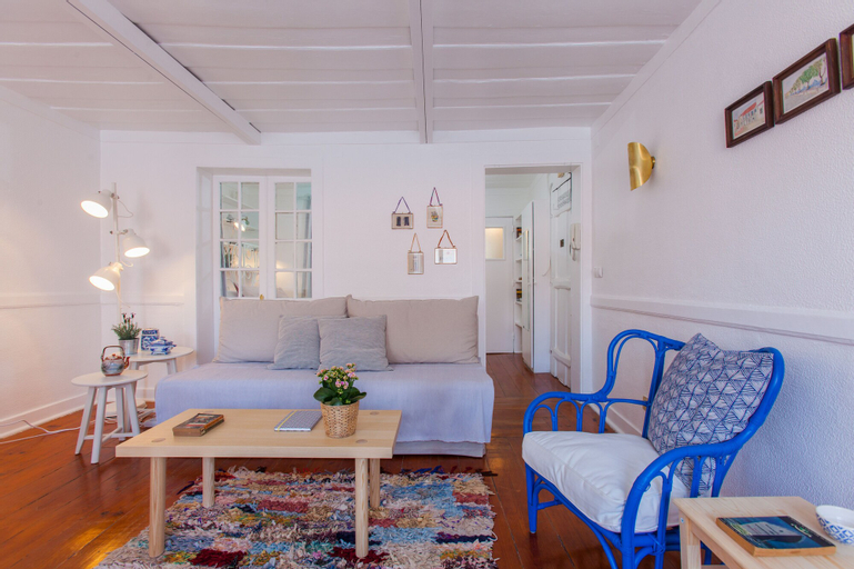 Alfama Sunny & Typical Apartment + Free Pick-Up, By TimeCooler, Lisboa