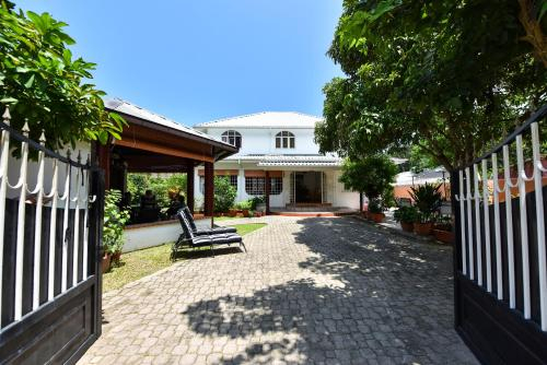 Jessies Guest House Seychelles,