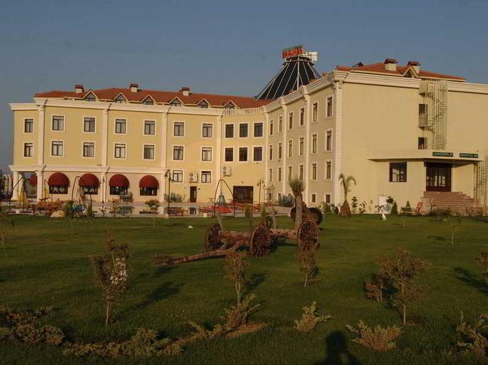 Saruhan Thermal Hotel, Merkez