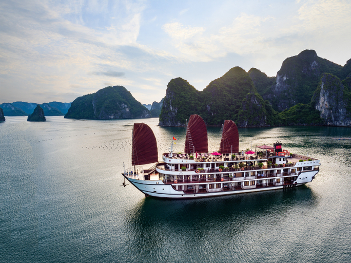 Alisa Premier Cruise, Hạ Long
