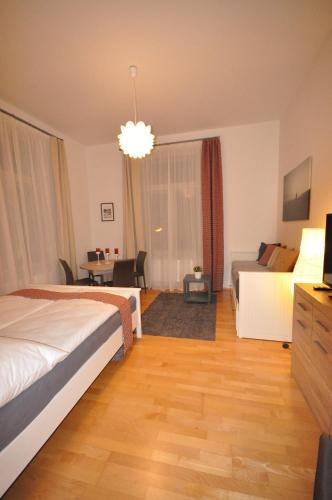 Apartment Praha Husitska, Praha 8