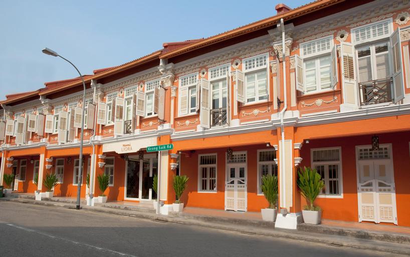 Naumi Liora, Outram