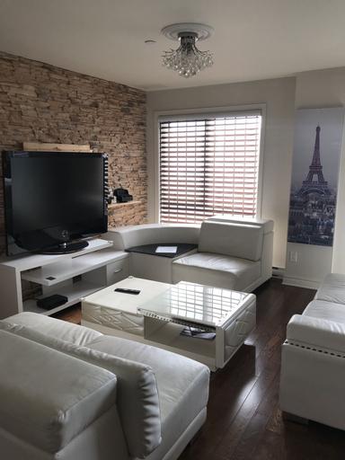 Laval centre apartment, Laval