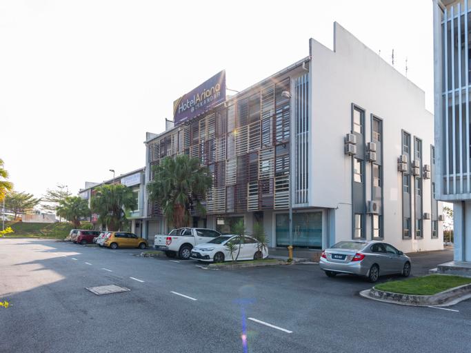 Ariana Iskandar, Johor Bahru