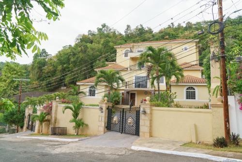 Palm Luxury Villas,