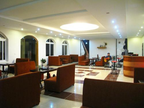 Dinh Gia Palace, Quốc Oai