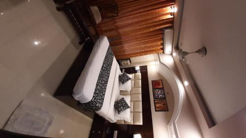 Krishna Inn, West