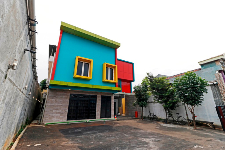 RedDoorz Plus near Halim Perdanakusuma 2, East Jakarta