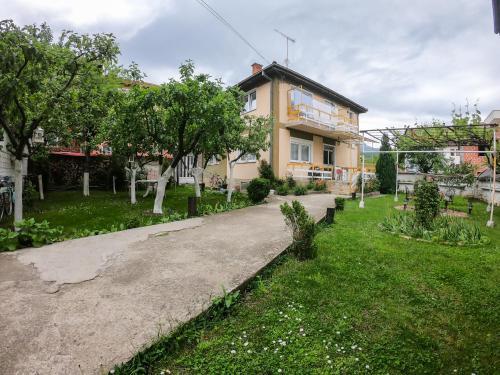 Sarac Hostel, Peć