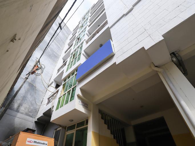 OYO 28126 Charanpahari Hotel, West
