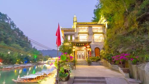 Fenghuang Tujia Ethnic Minority River View Hotel, Xiangxi Tujia and Miao