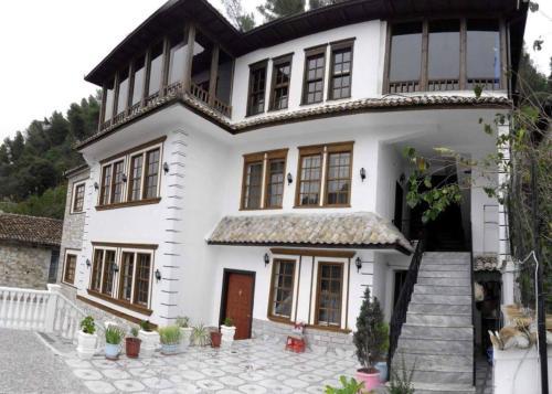 Guest House Elena, Beratit