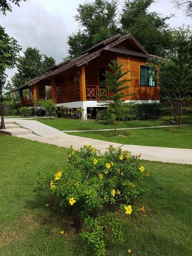 Phanya Chalet, Suan Phung