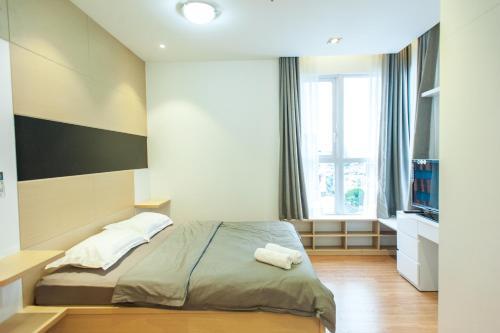 Infinity Edge Pool Apartment- Prince Residence, Phú Nhuận