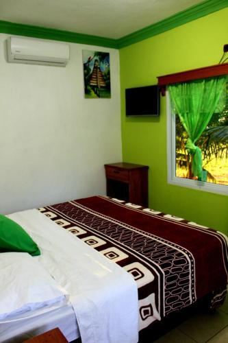 Sun Breeze Hotel, Flores