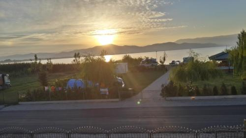 Sunrise Hotel & Camping,