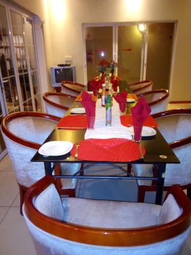 Comfort Palace Guest House, Chobe