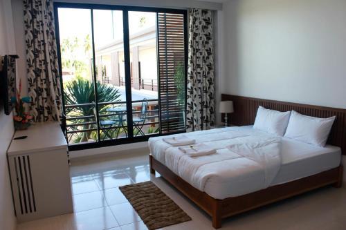 The Win Hotel, Bang Saphan