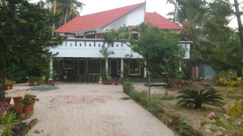 Ocean Bliz Thumpolly Beach Villa, Alappuzha