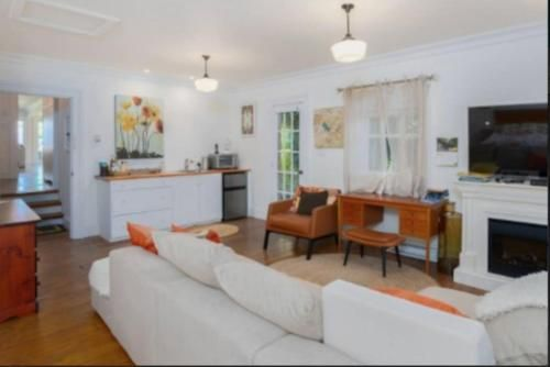 The Lucky Dog Bed and Breakfast, Sunshine Coast
