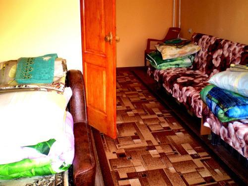 Небольшая СТУДИЯ, проспект ЦЕНТРАЛЬНЫИ 124А, 2 дивана, 2 кресла 3 этаж 9 этажного дома Wi-Fi, Mykola‹vs'ka